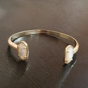 KENDRA SCOTT GOLDTONE BANGLE